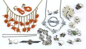 Collection of miscellaneous jewelry items