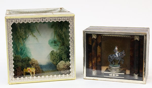(lot of 2) Diorama with box
