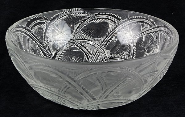 Lalique Pinsons bowl, in clear and frosted glass,
