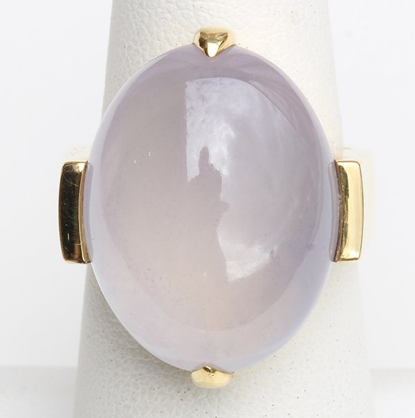 Lavender jadeite and 18k yellow gold ring