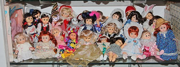 (lot of 25) One shelf of Ginny dolls, executed in