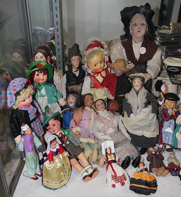 (lot of 40) One shelf of dolls, executed in cloth,