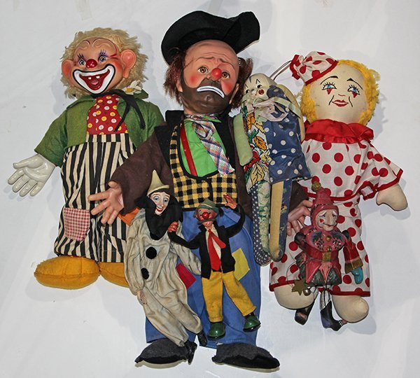 (lot of 7) One shelf of Clown dolls, executed in cloth,