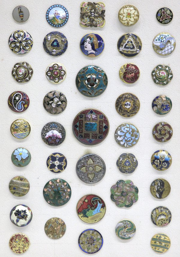 4008: Fine enameled buttons