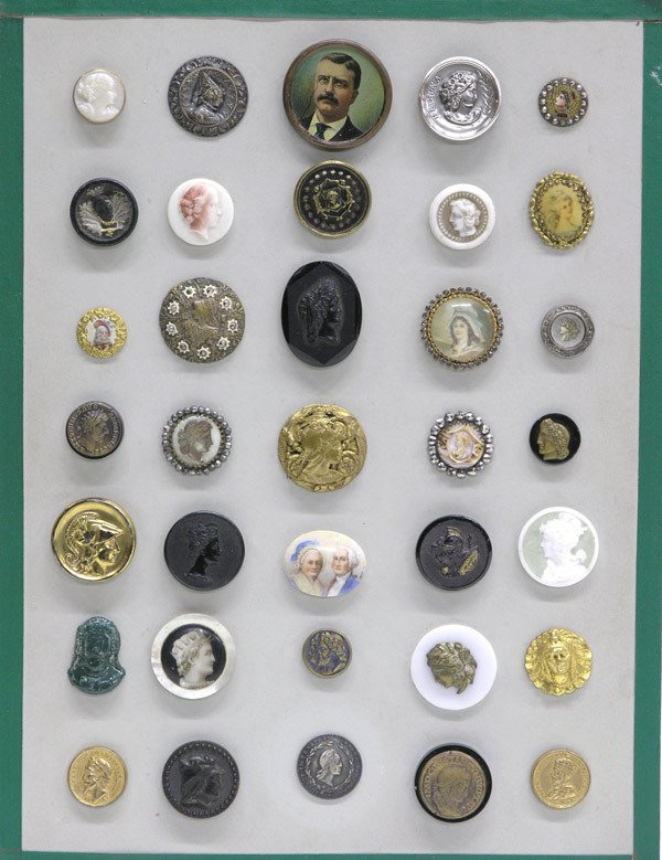 4009: Lot of cameo buttons (some early)