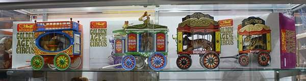 (lot of 3) Steiff Golden Age Of The Circus wagon cages