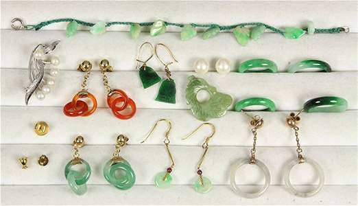 (Lot of 14) Collection of jade, cultured pearl,