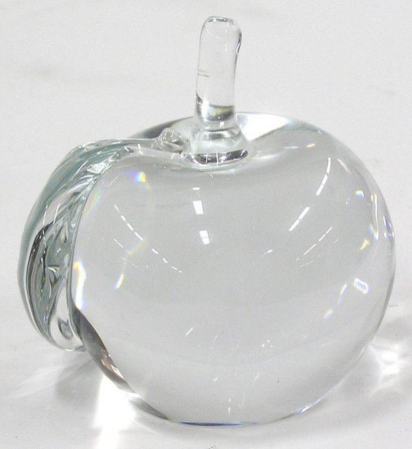 6023: Crystal apple form paperweight