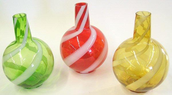 4013: Art glass vases red, green, amber