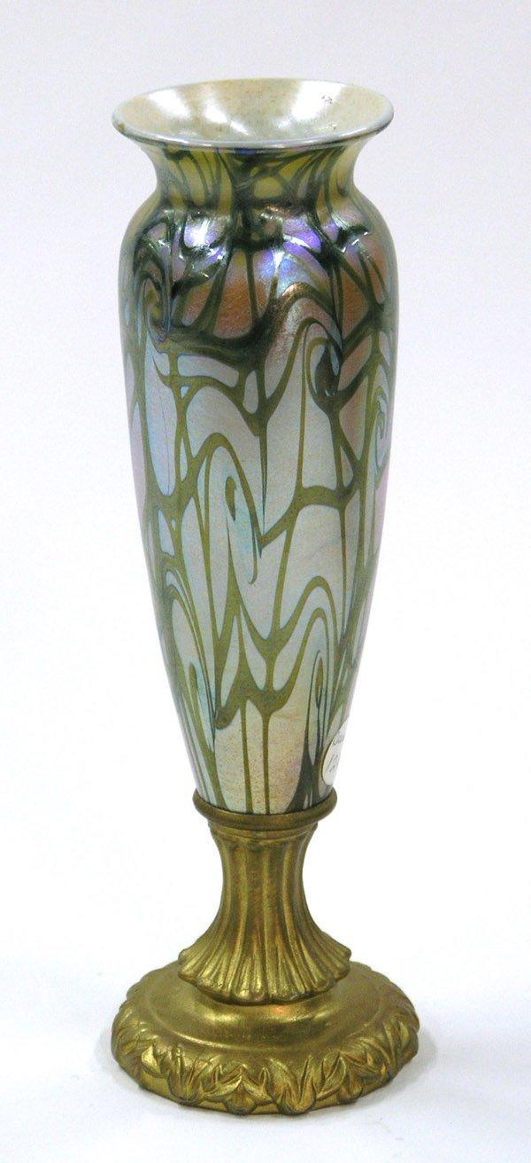 6020: Durand art glass vase