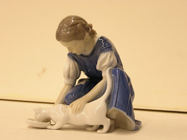 13: Bing & Grondhal figure of a girl