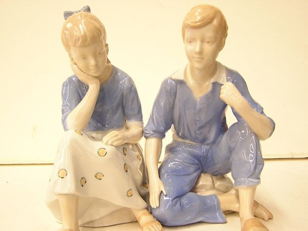 15: Handpainted figures of a couple