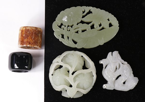 Group of Chinese Jade/Hardstone Toggles/Rings