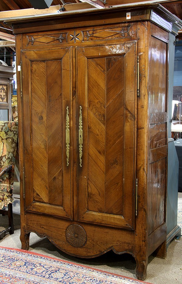 French Provincial two door linen press circa 1800 - 2