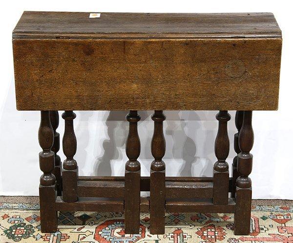 English oak gate leg table, 18th century, having a
