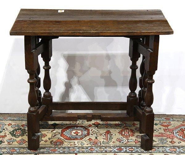 English oak gate leg table, 18th century, having a - 2