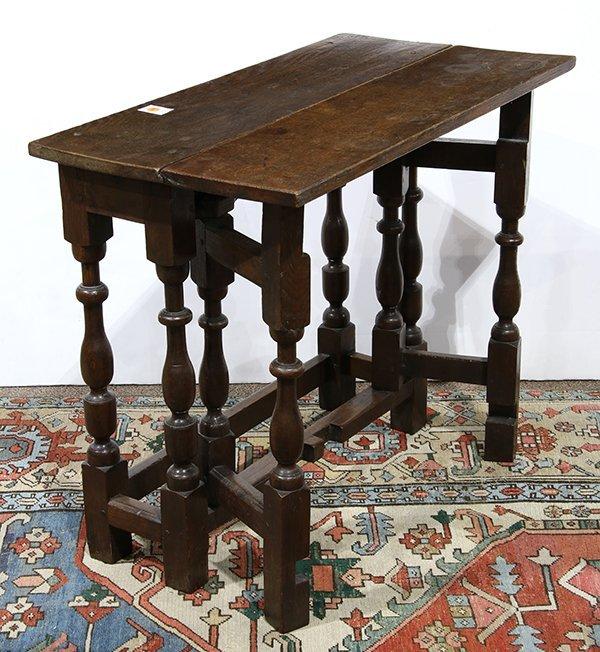 English oak gate leg table, 18th century, having a - 3