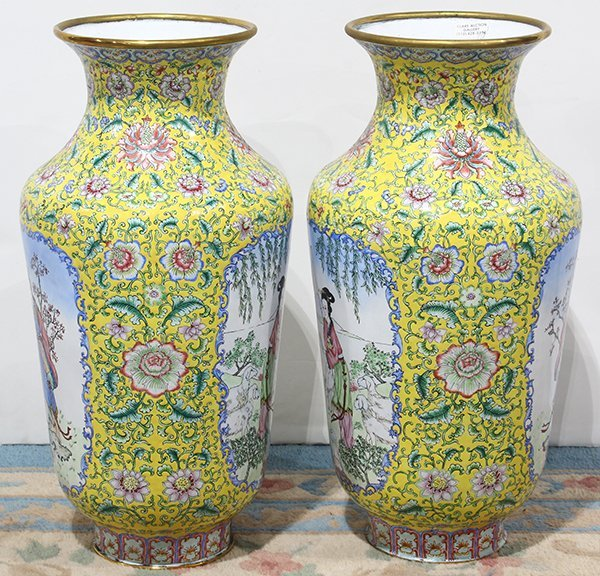 Two Chinese Enamel Vases - 4