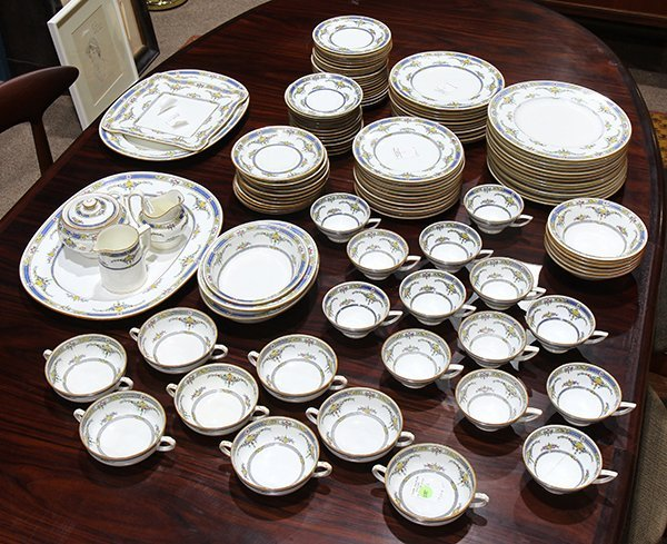 """(lot of 118) Minton china service in the """"Princess"""""""