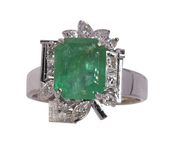 Emerald, diamond, and 18k white gold ring