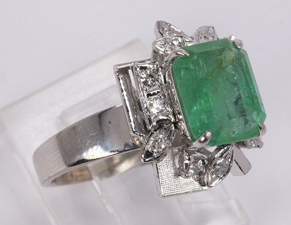 Emerald, diamond, and 18k white gold ring - 2