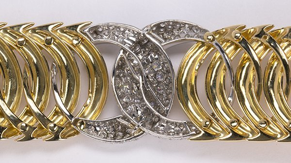 "Verdura ""Double Crescent"" diamond, 18K yellow gold and - 3"