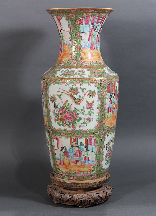 Chinese Rose Medallion Vase - 2