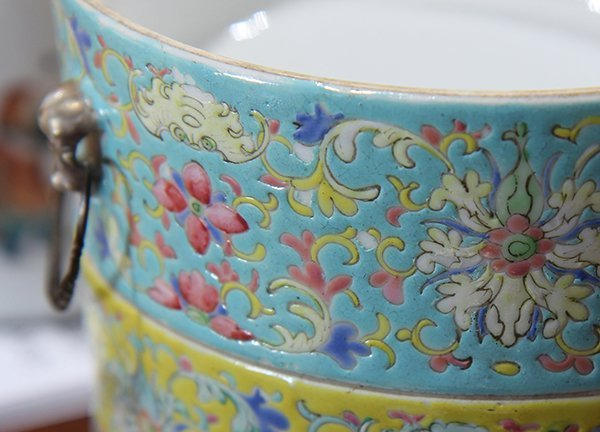 Two Chinese Porcelain Containers - 10