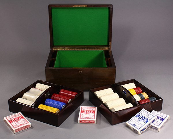 Poker set, the wood box with a monogrammed lid opening - 2