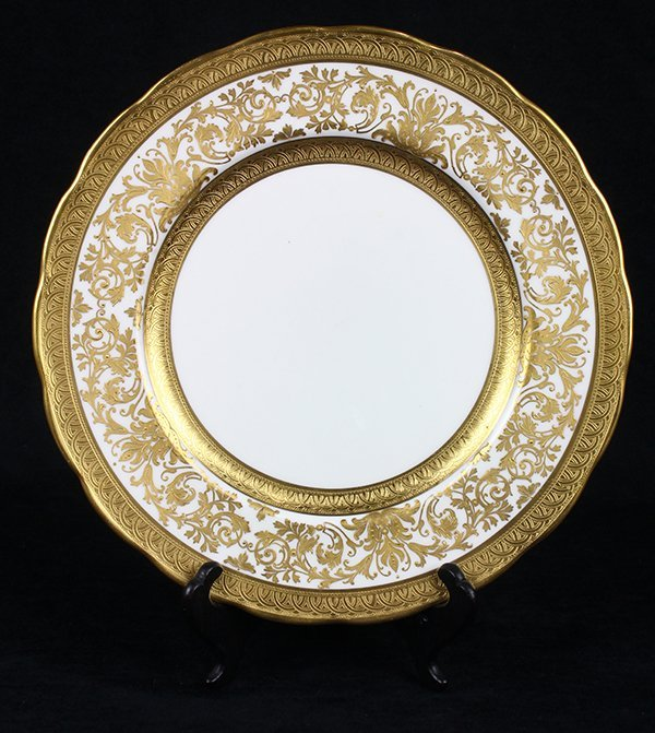 (lot of 32) Continental porcelain and gilt plates