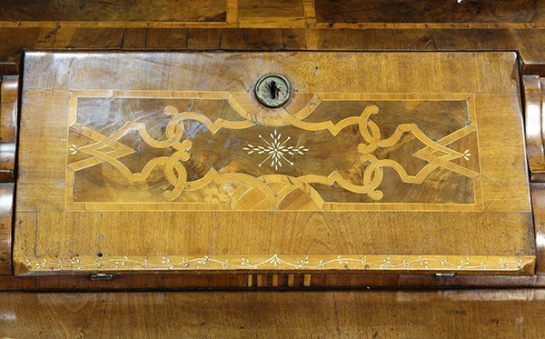 German Baroque walnut and mixed hardwood marquetry - 4