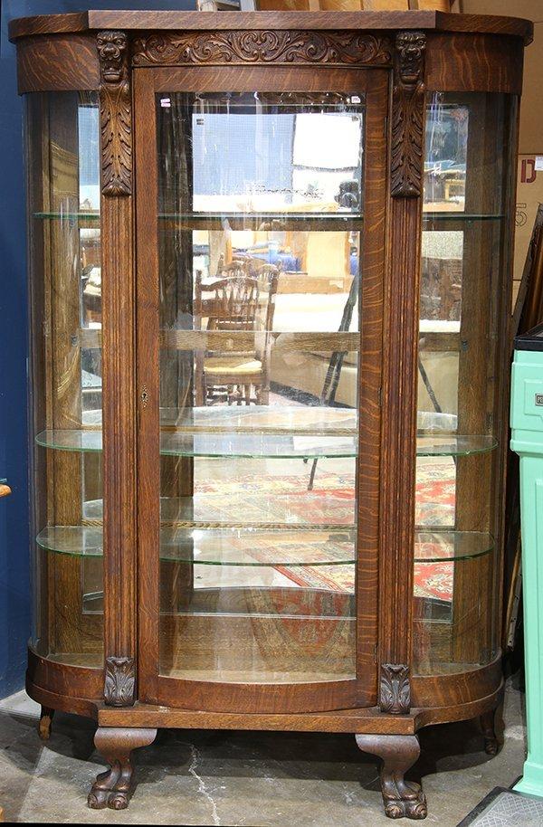American Victorian quartersawn oak vitrine, having a