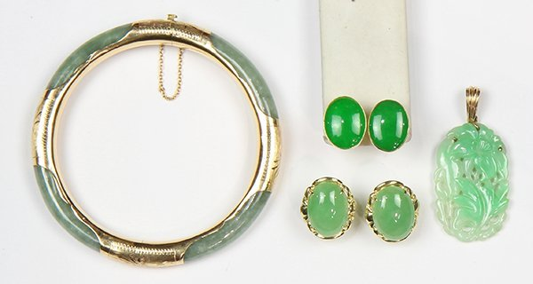 (Lot of 4) Jade and yellow gold jewelry