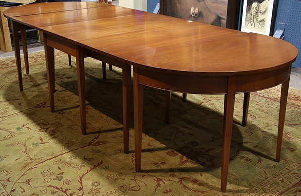 Federal style mahogany dining table