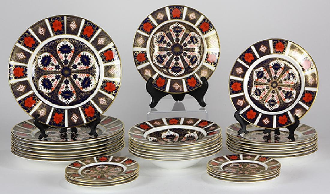 (Lot of 32) Royal Crown Derby Imari table service for