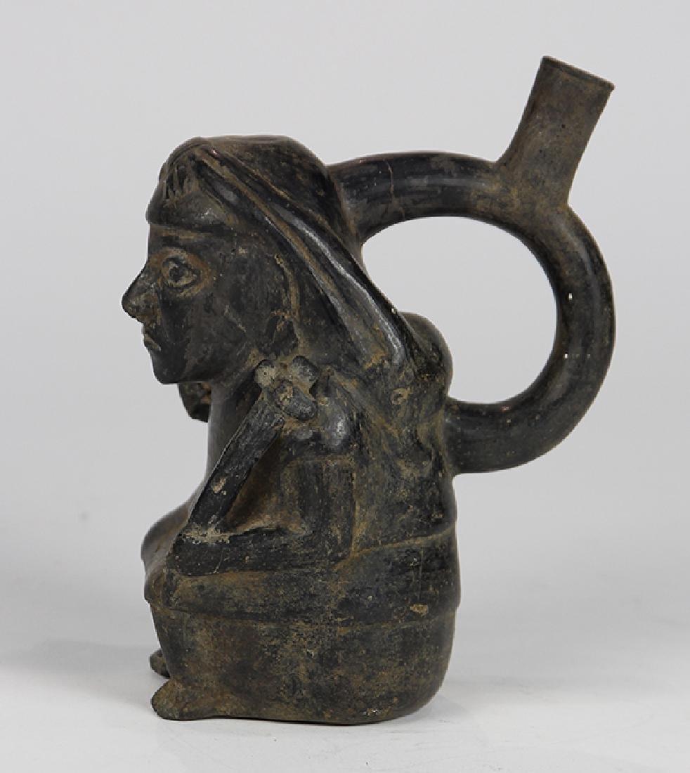 Pre-Columbian Chimu blackware spout stirrup vessel, - 2