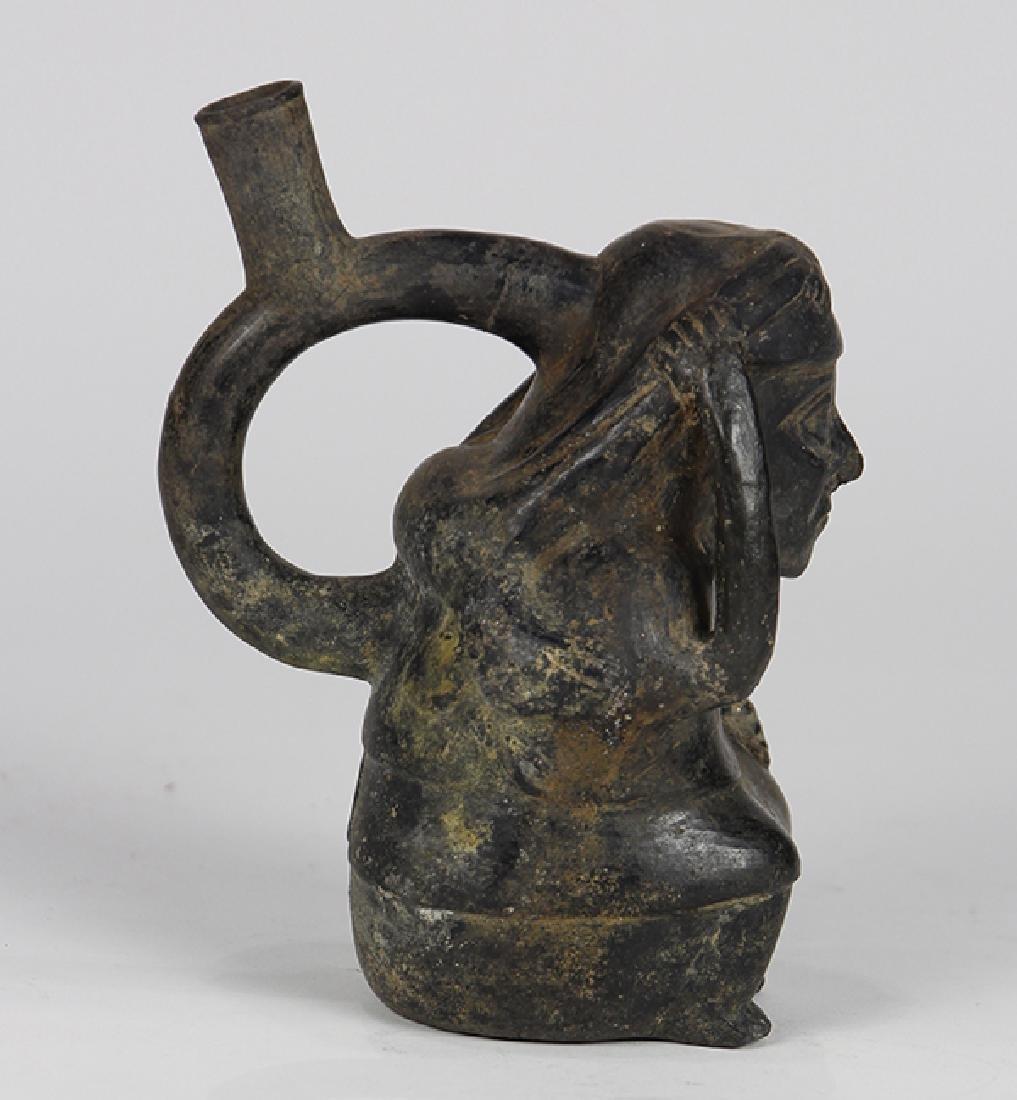 Pre-Columbian Chimu blackware spout stirrup vessel, - 4