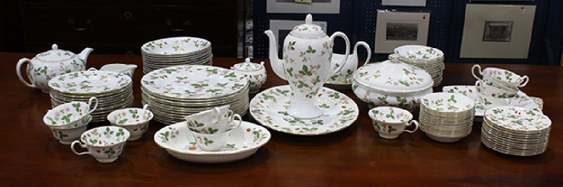 (lot of 93) Wedgwood table service for twelve in the