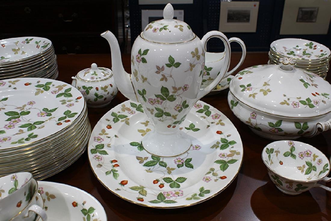 (lot of 93) Wedgwood table service for twelve in the - 3