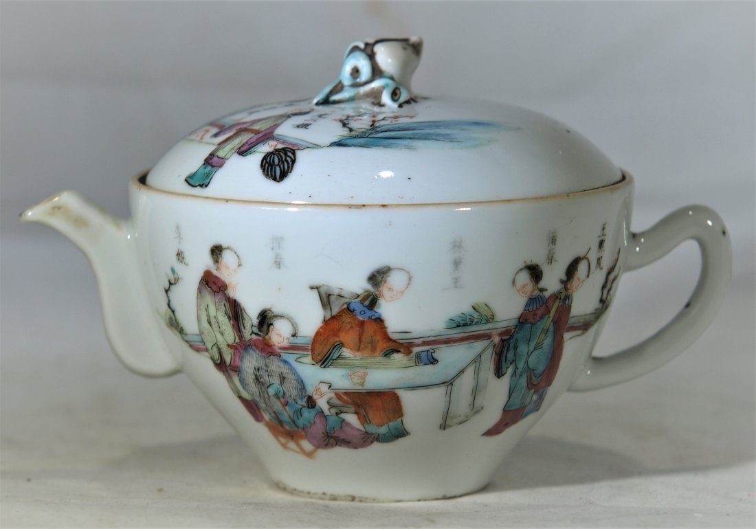 Antique Chinese famille rose porcelain teapot w/ people