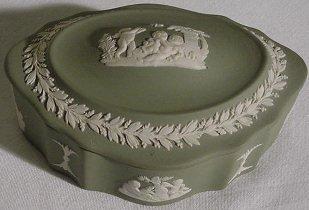 """2: Green Wedgwood Oblong Box w/ Lid - 4 1/8"""" long"""