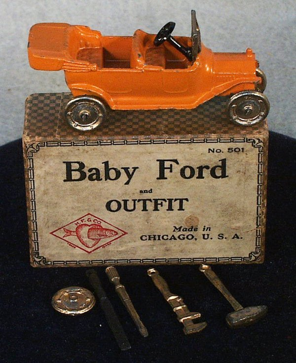 15: TOOTSIETOY 501 BABY FORD OUTFIT