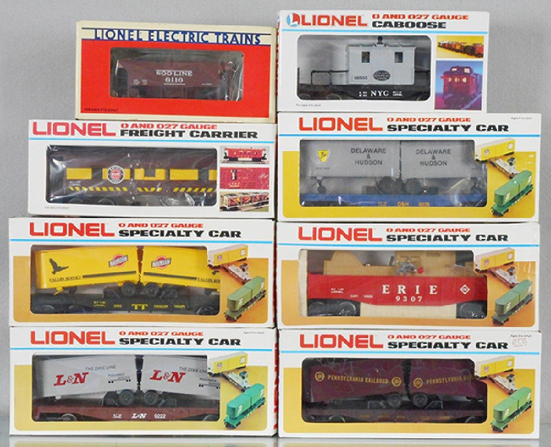8 LIONEL FREIGHT CARS