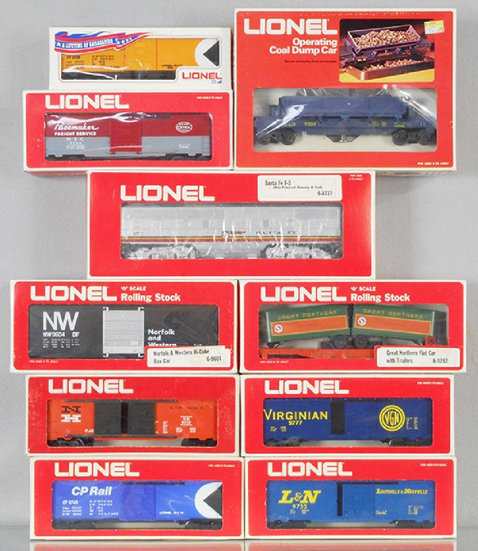 10 LIONEL FREIGHT CARS