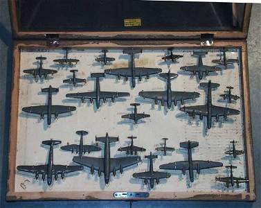273: 23 WIKING AIRPLANES IN SAMPLE CASE