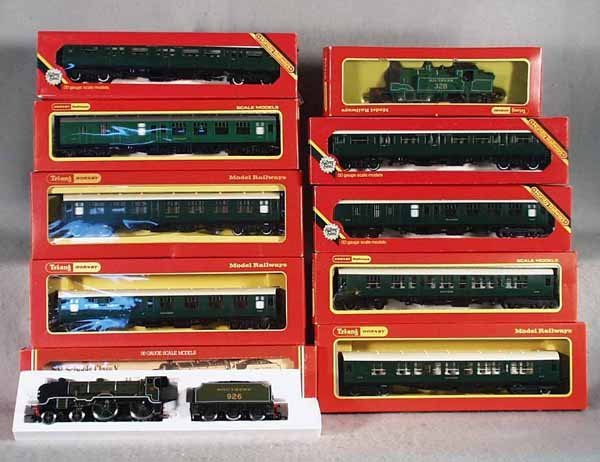 10: 2 HORNBY SOUTHERN TRAIN SETS