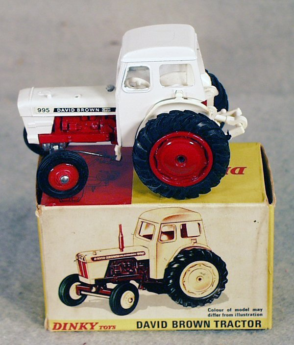 9: DINKY 305 DAVID BROWN TRACTOR