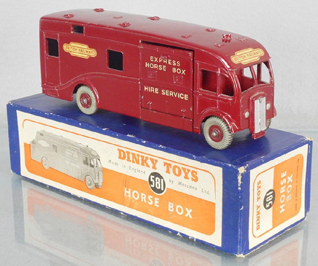 DINKY 581 HORSE BOX