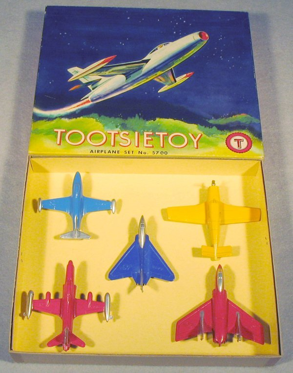 021A: TOOTSIETOY 5700 AIRPLANE SET