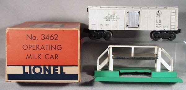 024A: LIONEL 3462 OPERATING MILK CAR & PLATFORM